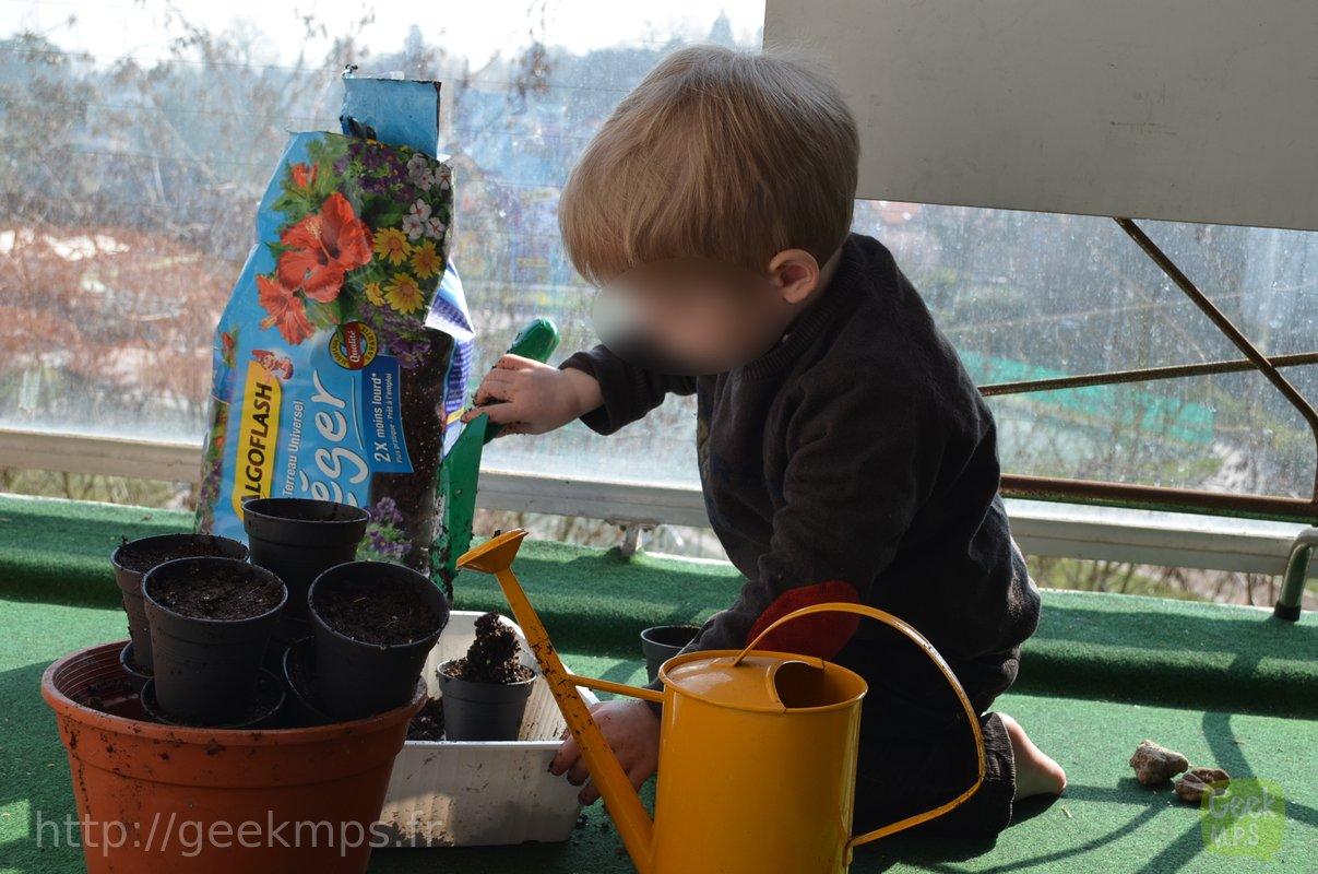 ici on jardine sur le balcon avec les enfants saison 1 ep 1. Black Bedroom Furniture Sets. Home Design Ideas