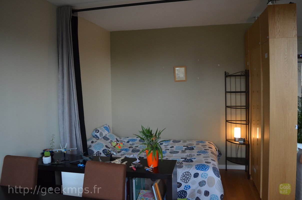 Support Tringle Rideau Ikea on a séparé le salon pour créer un coin nuit (ou chambre).