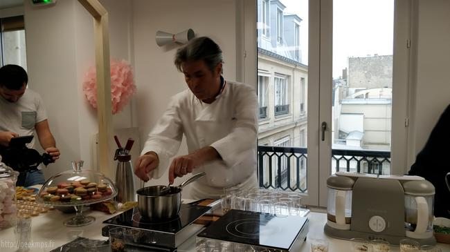 Le chef michel roth en action et son double baycook