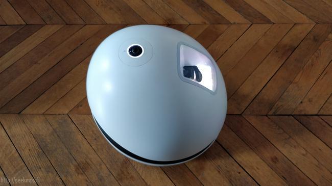 keecker le robot assistant vid o projecteur gardien de maison. Black Bedroom Furniture Sets. Home Design Ideas