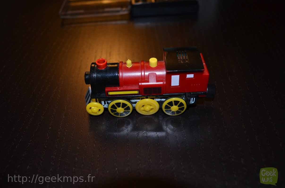 Locomotive Rouge Pour Train En Bois En Panne